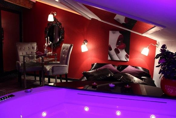 Grand Notre Chambre Du0027hôte Avec Jacuzzi Privatif Se Situe à Nievroz, Dans Lu0027Ain,  Tout Proche De Lyon